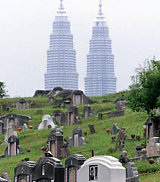 Image: Tombs in Malaysia's oldest Chinese cemetery