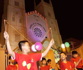 Image: A spectacular Chinese yo-yo performance by a group of primary school children in front of St Francis Xavier church