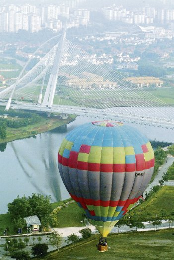 Image: Balloonists from 20 countries will be participating in the Putrajaya Hot Air Balloon Fiesta.